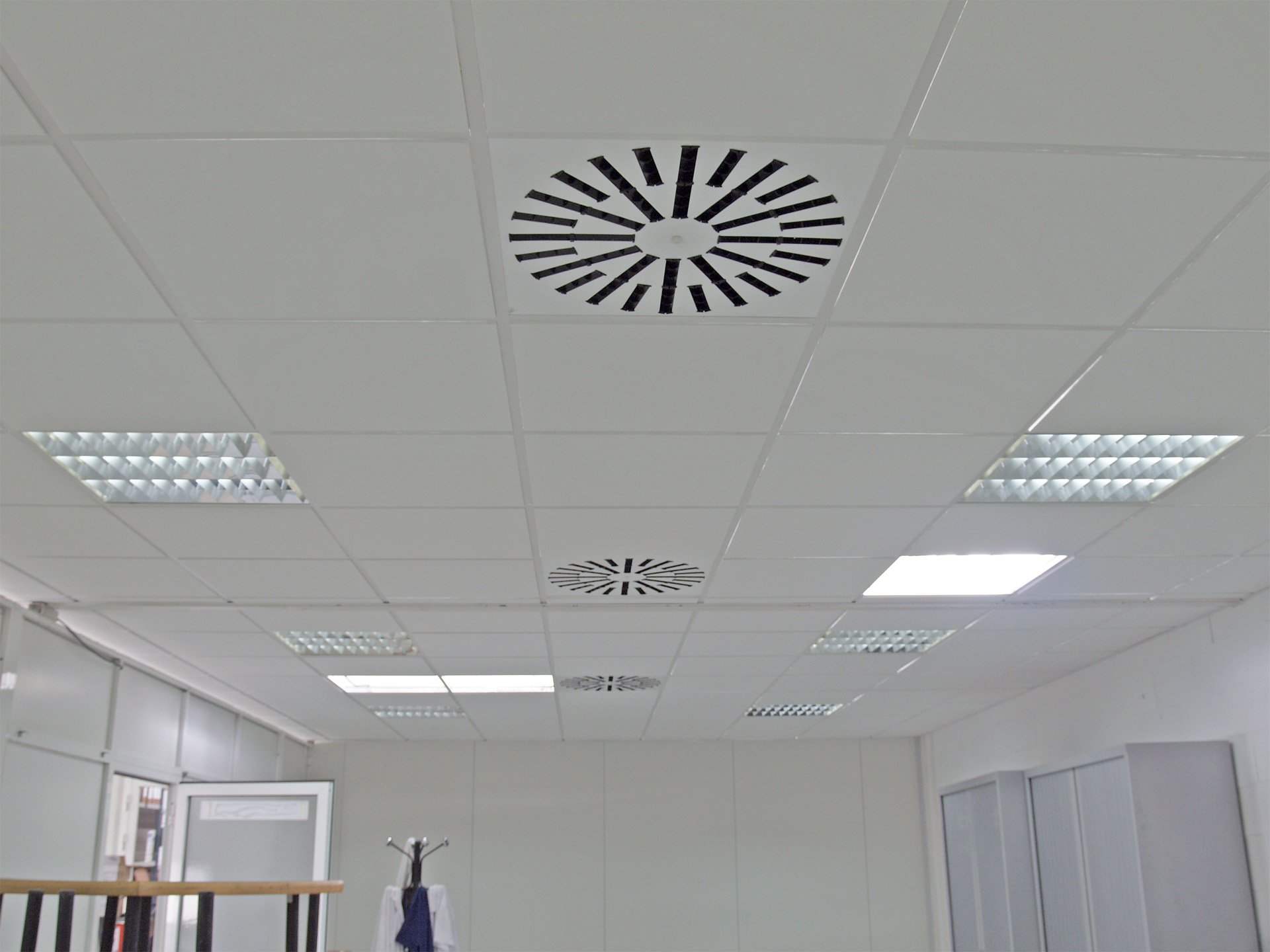 Techos de yeso interesting cheap aplique de yeso - Placas decorativas para techos ...